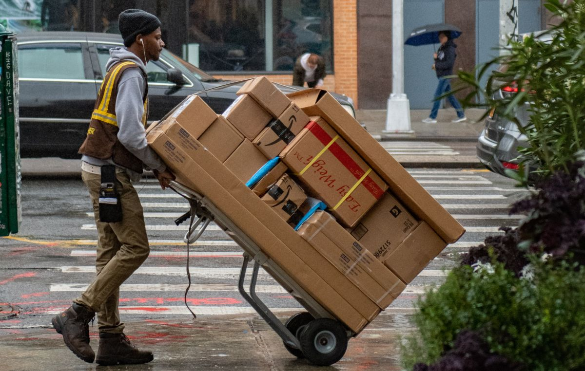 How are the delivery services handling the increase in online shopping result
