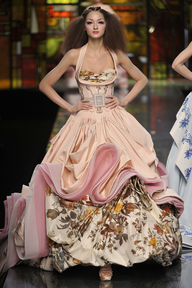 john-galliano-paris-haute-fashion-dresses