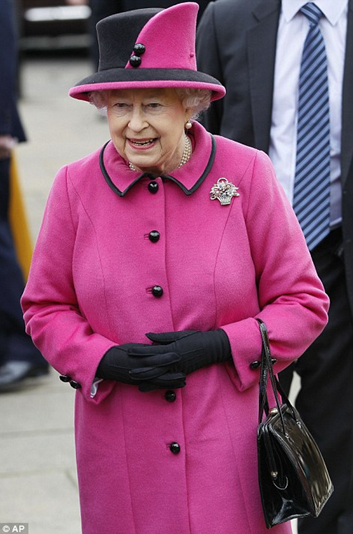 queen_elizabeth_in_pink
