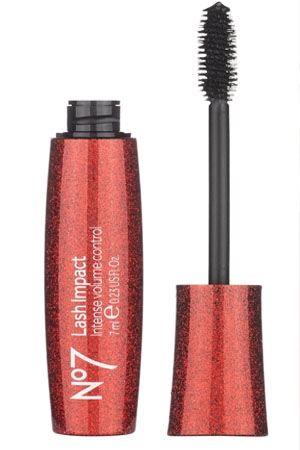 Volumised Lashes In An Instant With New No7 Lash Impact Mascara