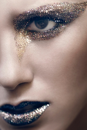Sparkle with glitter this Christmas using Mac Cosmetics
