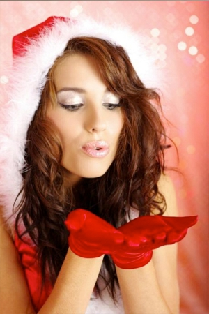 How To Enhance Your Christmas And New Year Party Look